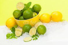 Erfrischende Limetten und Zitronen, saure Zutaten für köstliche Cocktails, Zitrusfrüchte, sauer macht lustig, würzen, säuern, Fruchtsäure, Vitamin C