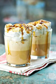 Roasted Marshmallow Coffee Cocktail Shakes INGREDIENTS: 1 package Seattle's Best Coffee® Creamy Caramel Frozen Coffee Blend cups milk ounces coffee liqueur 14 large Marshmallows Caramel sauce (optional) Yummy Smoothies, Yummy Drinks, Smoothie Recipes, Yummy Food, Drink Recipes, Delicious Recipes, Café Chocolate, Frozen Coffee, Coffee Cocktails