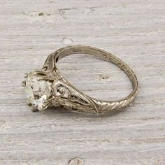 vintage ring. this is absolutely the most beautiful ring! i want it!