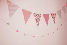 DIY : guirlande fanion de printemps – Poulette Magiquewww.poulettemagique.com/diy-guirlande-fanion-de-printemps Pink Parties, Birthday Parties, Diy And Crafts, Paper Crafts, Diy Bebe, Diy Garland, Origami Paper, Vintage Shops, Diy Wedding