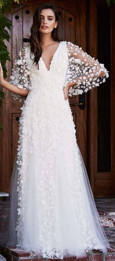 V neckline puffy-sleeved 3d floral applique wedding dress #weddingdress #wedding #weddinggown