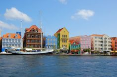color houses, Curacao