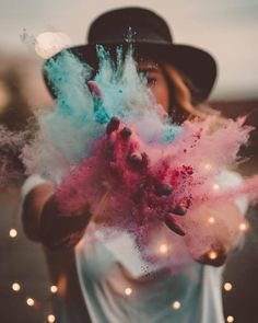 you could photoshop the lights in if you don't have them - this is so cool! Tumblr Photography, Creative Photography, Portrait Photography, Smoke Bomb Photography, Colour Photography, Imagine Photography, Magical Photography, Festival Photography, Photography Competitions