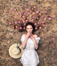 Long Hair Flat Lay Photos by Krissy Elisabeth Girl Photography Poses, Creative Photography, Amazing Photography, Best Photo Poses, Girl Photo Poses, Creative Photos, Cool Photos, Elisabeth, Insta Photo Ideas