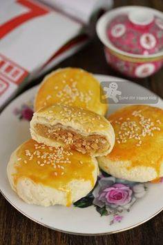 Bake for Happy Kids: Chaozhou / Teochew Meat / Pork Floss Lotus Paste F. Dessert Dishes, Dessert Recipes, Tart Recipes, Pia Recipe, Bakery Recipes, Cooking Recipes, Pork Floss, Chinese Moon Cake, Mooncake Recipe