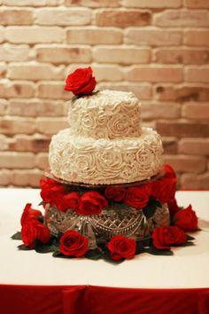 Rose-themed wedding cake