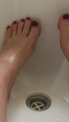 Woman gets stuck in a bathtub after using too much of a popular beauty product via @AOL_Lifestyle Read more: https://www.aol.com/article/lifestyle/2017/02/07/woman-stuck-bathtub-coconut-oil/21708909/