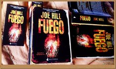 Una portada siempre merece una foto especial sólo para ella. De Anika Entre Libros. FUEGO de Joe Hill. Si quieres saber más del libro, reseña en Anika Entre Libros: www.anikaentrelibros.com