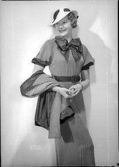 Oh gosh, how incredible is the outfit worn by this 1930s beauty? WANT!!