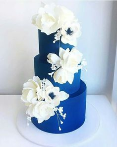 I don't often get to work with sugar flowers anymore, but it is such a treat when I do! 😍 Magnolias, anemones, roses and tulips 👌🏻 _ Navy Blue Wedding Cakes, Elegant Wedding Cakes, Beautiful Wedding Cakes, Wedding Cake Designs, Beautiful Cakes, Royal Blue Cake, Artist Cake, Blue Cakes, Fashion Cakes