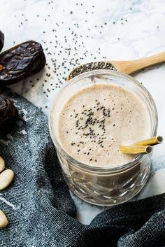 Rezept White Smoothie // Smoothie mit Mandeln und Datteln, vegan, zuckerfrei