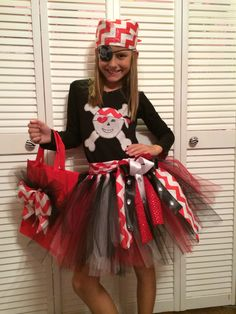 Pirate costume- black shirt minus the skull and bones Girl Group Costumes, Costumes For Teens, Woman Costumes, Couple Costumes, Adult Costumes, Homemade Mermaid Costumes, Homemade Costumes, Disney Halloween Cruise, Disney Cruise
