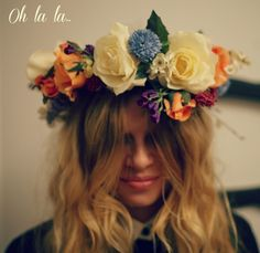 How fantastic is this flower crown?! Amazing veil alternative for a boho garden wedding!    flowercrownohlala  #hairdresseronfire  http://www.hdofblog.com/2012/09/tutorial-how-to-make-a-flower-crown/