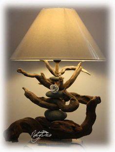 lampe en bois flotté et galet http://www.natydecocorse.com