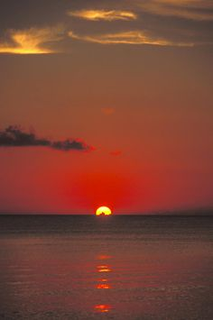 ✮ Red Orange Sunset on the Horizon of the Caribbean - Cayman Islands