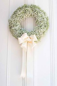 Baby's breath wreath, simple elegance, for a Christmas wedding. Wedding Wreaths, Wedding Flowers, Wedding Decorations, Gypsophila Wedding, Wedding Centerpieces, Tall Centerpiece, Fall Wedding, Rustic Wedding, Our Wedding