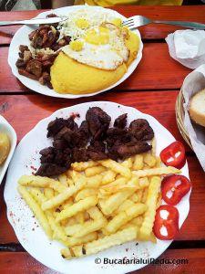 LA PERLA, ARAD, ROMANIA - Tochitura si ficat de pui. Waffles, Supe, Romania, Breakfast, Food, La Perla, Pearls, Restaurants, Morning Coffee