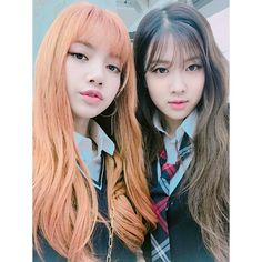 Lisa and Rosé #BLACKPINK 1/3