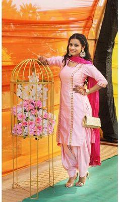 'Was sort of hoping that you'd stay' arctic monkeys Punjabi Girls, Punjabi Dress, Punjabi Fashion, India Fashion, Designer Punjabi Suits, Indian Designer Wear, Indian Attire, Indian Wear, Long Kurti With Skirt