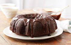 This Hershey's Black Magic Cake is crafted to spooky perfection. This easy dessert combines HERSHEY'S Cocoa and coffee to create a taste your guests won't forget. Bake this for your next birthday or Halloween party and watch it magically disappear! Dessert Simple, Bunt Cakes, Cupcake Cakes, Magic Cake Recipes, Easy Desserts, Dessert Recipes, Black Magic Cake, Different Cakes, Chocolate Desserts