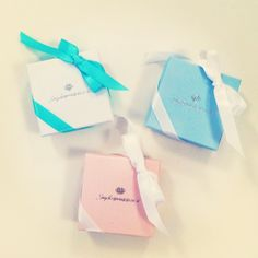 Lovely gift boxes for christmas http://www.smyckesprinsessan.se