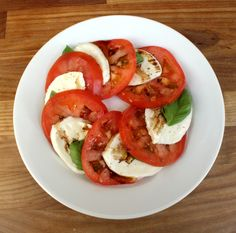 164 calories Perfect for a summer's day. Serves 1 Preparation time: 5 minutes 1 tsp extra-virgin olive oil (27 cals) 1 tsp good-quality balsamic vinegar (2 cals) salt and freshly ground black peppe...