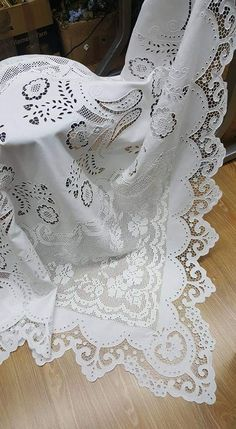 Border Embroidery Designs, Hand Embroidery Patterns, Embroidery Stitches, Machine Embroidery, Crochet Curtains, Crochet Tablecloth, Cut Work, Linens And Lace, Diy Pillows