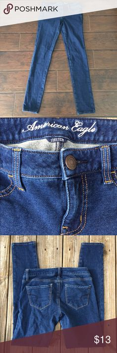 American Eagle stretch skinny jeans These jeans are so adorable!! They are like jeggings. They are stretchy, fitted, and so flattering. In used condition with lots of life left. 98% cotton 2% spandex. Thanks for looking.💕 American Eagle Outfitters Jeans Skinny