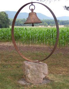Metal yard art - George's bell on rock installatio - Amenagement Jardin Recup Garden Crafts, Garden Projects, Garden Art, Art Projects, Garden Beds, Rustic Gardens, Outdoor Gardens, Flea Market Gardening, Metal Yard Art