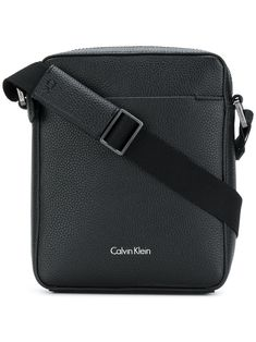 CALVIN KLEIN BLACK. #calvinklein #bags #shoulder bags # Minimalist Bag, Minimalist Fashion, Calvin Klein Men, Calvin Klein Black, Modern Men Street Style, Bree, Handbags For Men, Messenger Bag Men, Accessories