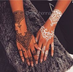 Personally I love this idea of two coloured and two designed henna.