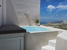 Stunning Newbuilt Villa With Incredible View Of The Whole Island With Jacuzzi! The property is located at the most exquisite location of the island of Santo. Balcony Flooring, Balcony Railing, Natural Outdoor Furniture, Mini Piscina, Ideas Terraza, Outdoor Balcony, Balcony Ideas, Outdoor Decor, Mini Pool