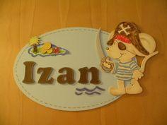 Placa de puerta para Izan. Ovalo de madera y raton de DM. Pintado a mano.