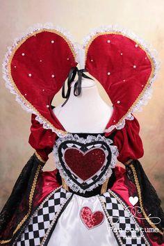 Red Queen Costume, Queen Of Hearts Costume, Tim Burton, Alice Costume, Ivy Costume, Alice In Wonderland Costume, Wonderland Party, Heart Dress, Halloween Costumes