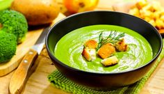 Ingrediente: un broccolide aproximativ 500gr doi cartofimici(150 de gr)  o ceapă albă 3 cătei usturoi 2 linguri unt 1,2 l apă 2 lingurismantană pentru gătit 5 linguri parmezan sare si piper  Modalitate de preparare: Tăiem cartofii spălati si curătati in cubulete. Desfacem broccolii si separam tulpina de buchetele. Tulpina o tăiem in cubulete. Intr-o oală se pune la călit in unt ceapa tocată grosier. Peste ceapa călită punem căteii de usturoi zdobiti. După un minut adăugăm restul de…