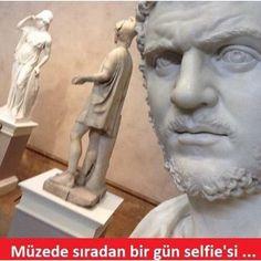 Müzede sıradan bir gün selfie'si. :) #mizah #matrak #komik #espri #caps