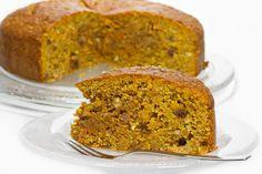 Esta receita de bolo de cenoura sem açúcar é uma saborosa opção para diabéticos e intolerantes à lactose. Aprenda passo a passo como fazer.