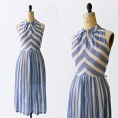 1930s - 1940s Sleeveless Striped Sun Dress Fits Like: Extra Small Details: Collar with optional hook & eye Sleeveless Zips up the side May