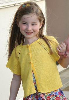 """Le #caraco """"Noirmoutier"""" du 2 au 12ans – Aig 3 – 3.5 Il est tricoté en Kaleïdo (92% #bambou, 8% #lin =100% végétal) coloris """"soleil d'été"""" Le #caraco est commencé par l'encolure, tricoté du haut vers le bas, sans couture sur les côtés."""