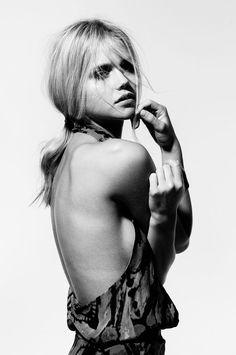 Boudoir - Portrait - Black and White - Photography - Pose Idea / Inspiration