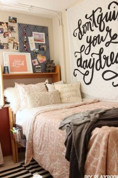 Cute dorm room ideas that you need to copy! These cool dorm room ideas are perfect for decorating your college dorm room. You will have the best dorm room on campus! Room Decor For Teen Girls, Girls Bedroom, Kids Room, Cute Dorm Rooms, Dorm Room Signs, Cozy Dorm Room, Dorm Room Storage, Bed Storage, Room Organization