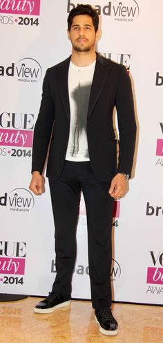 Sidharth Malhotra at Vogue Beauty Awards 2014. #Style #Bollywood #Fashion #Handsome