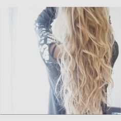 I want my hair to be this long!! And I want me hair to stop being pin straight.!!