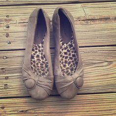 Cute Flats Perfect staple shoe | NO TRADES, NO PAYPAL, NO HOLDS & all negotiations through the offer button, please ❤️ Bare Traps Shoes Flats & Loafers