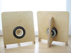 Simple open baffle speaker with full-range Fostex.  Simple can be Beautiful.