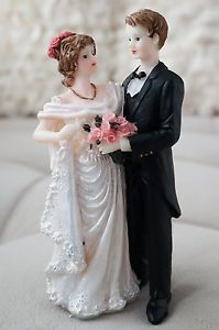Beautiful-Vintage-Bride-and-Groom-Cake-Topper-Romantic-Drapped-Wedding-Dress