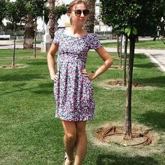 Летнее платье. Отрезная юбка - тюльпан. Вшитый пояс по талии.