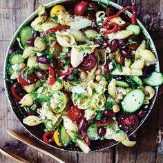 Arabic Food, Yummy Eats, Salad Dressing, Kung Pao Chicken, Paella, Cobb Salad, Grilling, Salads, Lunch Box