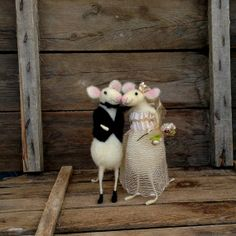 Felt mice Wedding cake topper Mouse Bride and groom Lace dress black suit Waldorf inspired love couples sculpture Cute animals Wool decor
