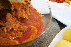 ♔Ingrédients: • 1 kg de viande bien fraîche coupé en dés • 1 poisson fumé • 1 boite de sauce graine concentrée • 3 cuillères à soupe de tomate en ... Read More
